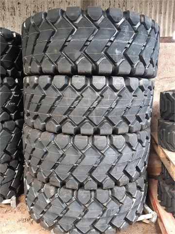 FORCESTONE 23.5 X 25 LOADING SHOVEL TIRES (24 PLY) at TruckLocator.ie