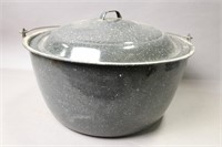 ENAMELWARE COVERED COOKING POT WITH HANDLE