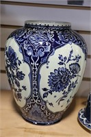 BLUE FLORAL VASE 7X10