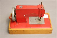 SMALL SEW MASTER SEWING MACHINE 9X5X6