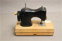 SMALL PLASTIC HOLLY HOBBIE SEWING MACHINE