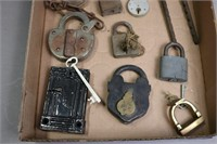 LOT OF 16 LOCKS AND KEYS