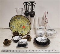 Assorted ashtrays & glass collectables