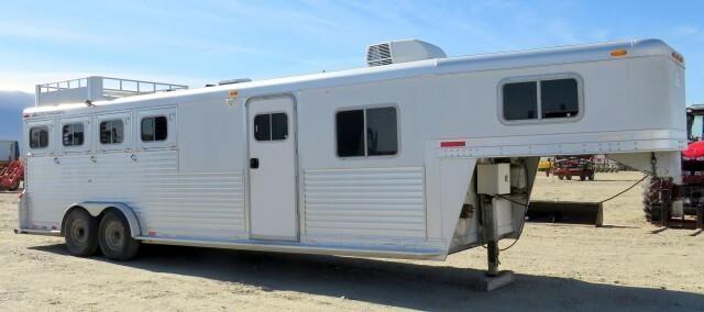 M-566 2000 Elite Living Quarters Horse Trailer
