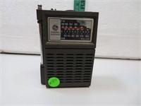 Vintage General Electric AM-FM Hand Radio