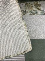 Quilt I& (2) Decorative Pillows