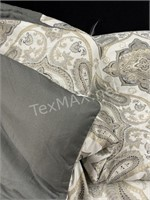 (2) Queen Size Comforter And Small Decorative