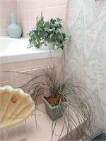 Contents of Bathroom Décor