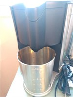 Juice Extractor, Coffee Maker and a Pot