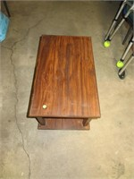 "Vtg End Table or Coffee Table 26&1/2"" x 16&1/4"" x"