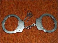 Smith & Wesson Mdl 90 Nickel Handcuffs w/ Keys