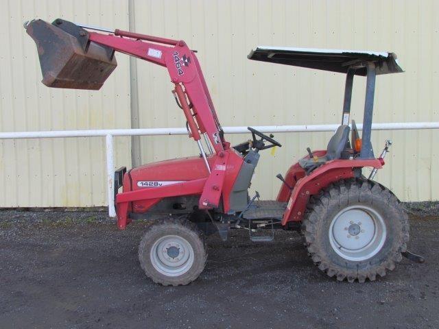 MF 1428V Diesel 4WD Tractor w/Loader