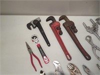 15 Wrenches, Vise Grips / Clés, pinces-étaux