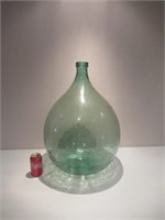 Antique Glass Demijohn / Bonbonne en verre antique
