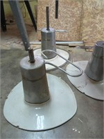 Adjustable Height Tables / Table hauteur ajustable