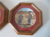 2 Framed Collector Plates /Assiettes de collection