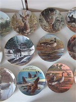 23 Collector Plates / Assiettes de collection