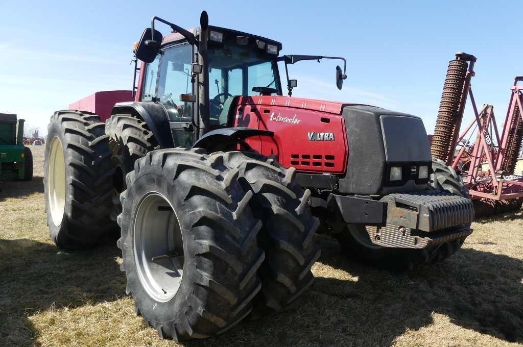 Valtra 8950 MFWD w/Cab (3917hrs)