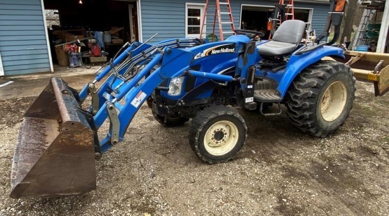 New Holland TC33EA Loader Tractor