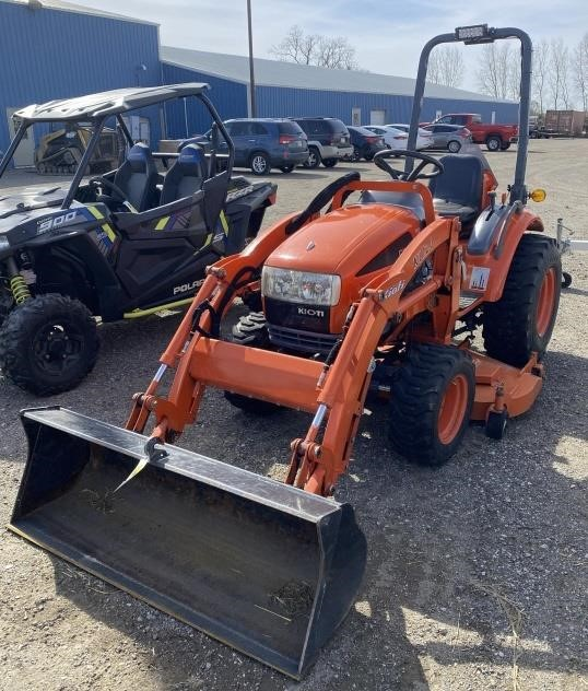 Kioti CK20 Tractor w/ KL120 Loader and mm20-60
