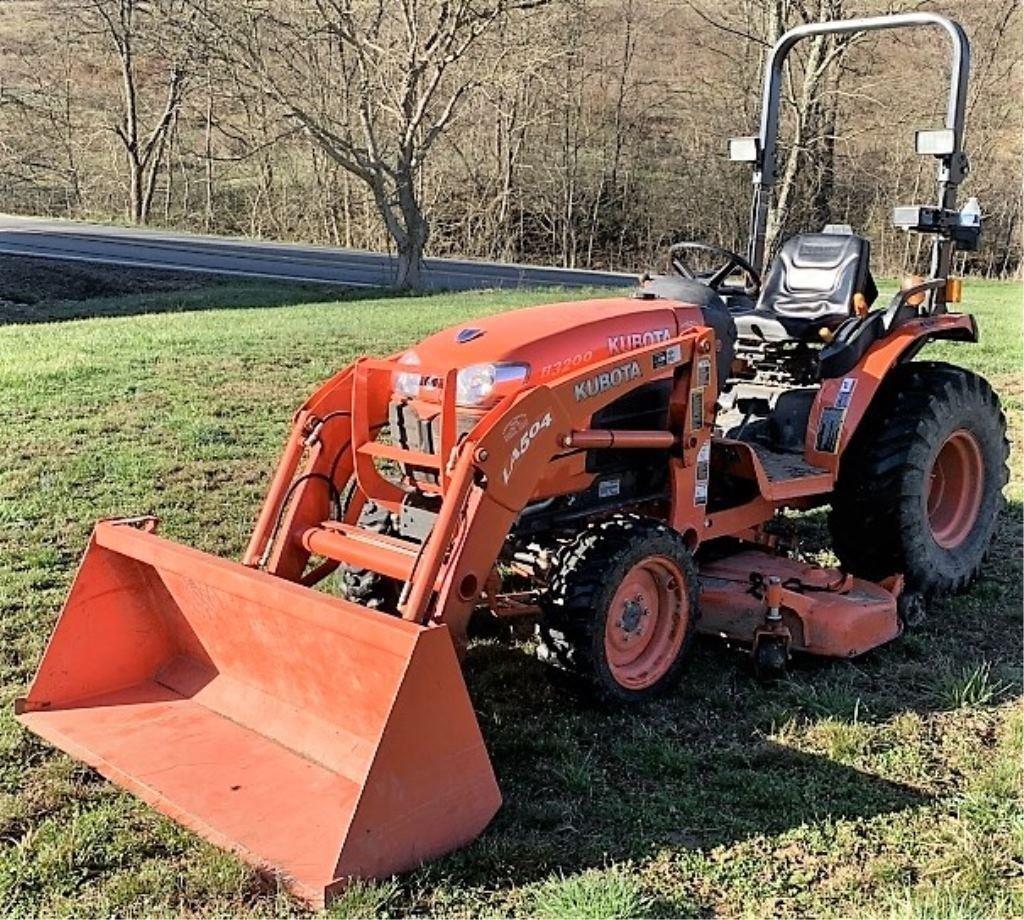 Kubota B3200 4WD Compact Tractor