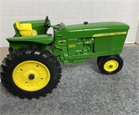 Pedal & Toy Tractor Auction - R. Gardner Collection
