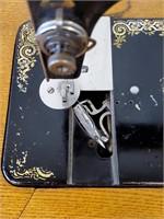 Antique 1900 SINGER Model 27 Sewing Machine