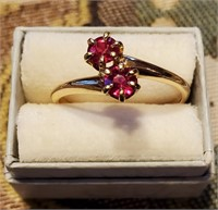 14k Gold Ring with Red Stones Garnet? Size 8