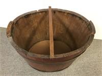 Primitive storage bucket with lid