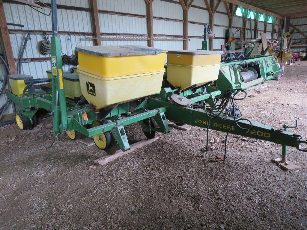 JD 7200 4 row corn planter