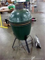 GREEN EGG SMOKER / GRILL / OUTDOOR OVEN
