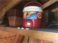 Igloo elite 2 gallon jug and an ice chest