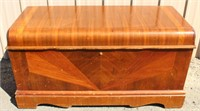 Roos hope chest, cedar, nice condition