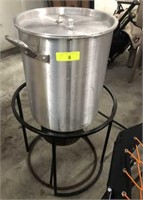 TURKEY FRYER WITH COOKER, POT AND ACCESSORIES