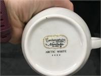 32 Noritake White Gravy Boats / Creamers