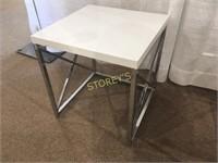 White Metal Nesting Table - 18 x 18 x 19