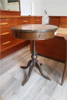 MAY ANTIQUE AND COLLECTABLES AUCTION