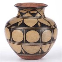 """Santo Domingo pueblo decorated earthenware jar / olla, 9 3/4"""" H"""