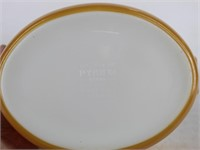 Pyrex Butterfly Gold 1.5 Qt Covered Oval