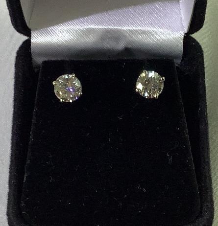 14 K white gold diamond solitaire earrings 2CTW
