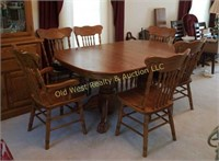 Dining Room Table w/6 Chairs & 4 Leaves-Very Nice!