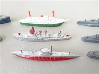 Vintage Tootsie Toy Boats + 2 Lead Soldiers