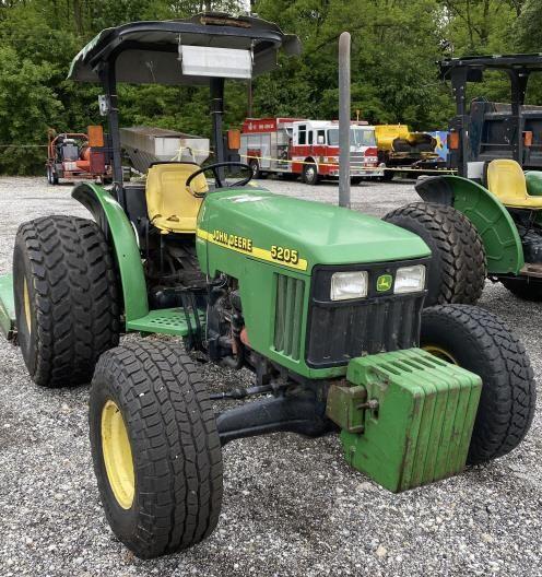 John Deere 5205 SyncReverse Tractor, 4230 hrs