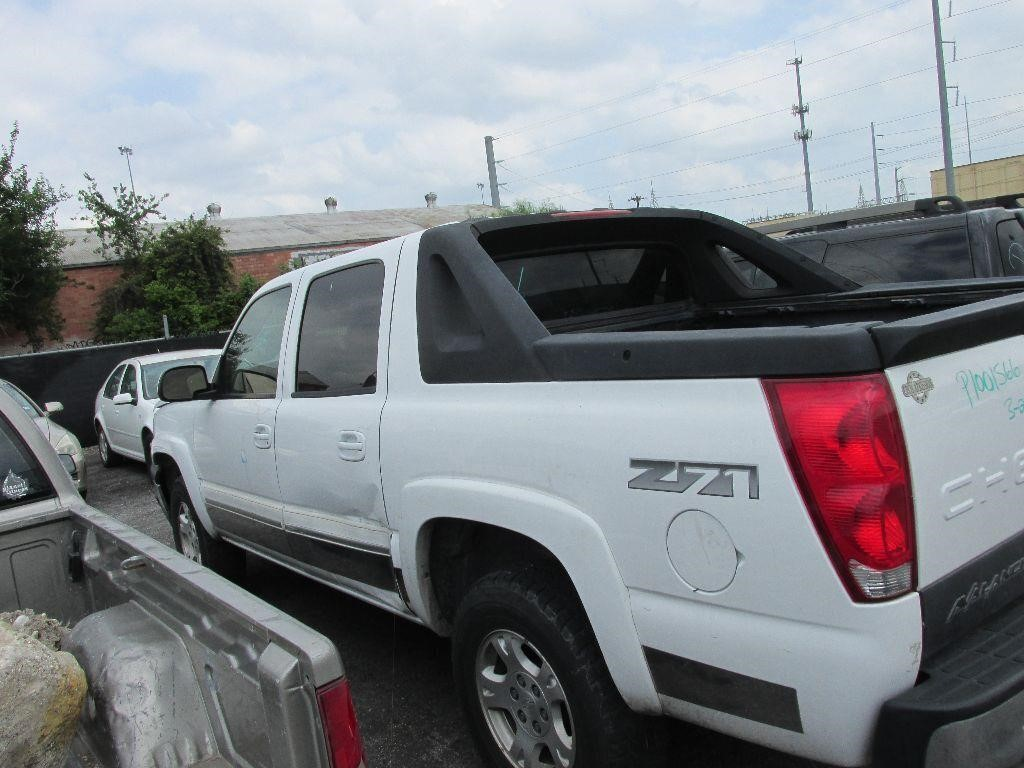 2005 CHEVY AVALANCHE-101928