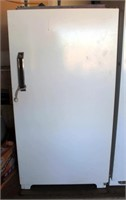 Upright MW Deluxe Freezer, 13.3 cf